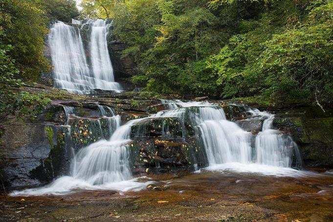 Connestee Falls in the mountains of western North Carolina is a gated golf course community benefiting from the consulting advice of Parker Associates and the REMA Team.