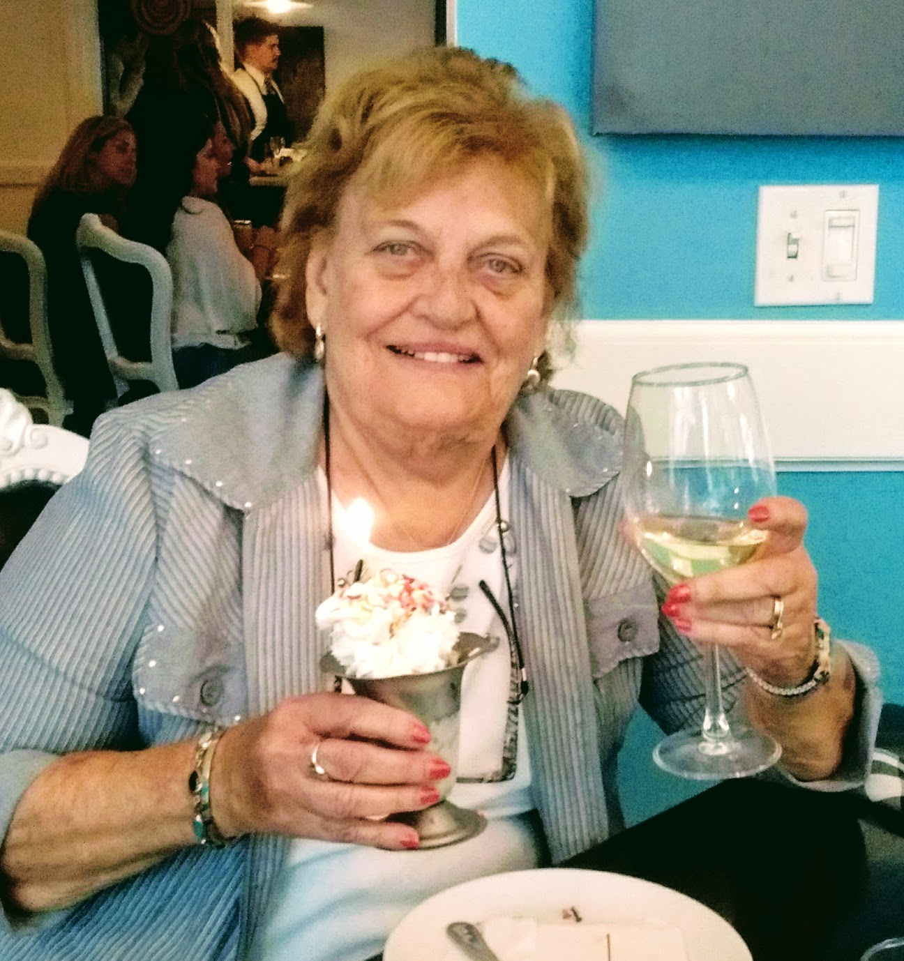 2018-0426-Marilynn-Parker-Birthday-Candy-Apple-Cafe-Jacksonville-Florida-Dinner-w-DWBP-and-family-Before-Johnny-Mathis-Concert